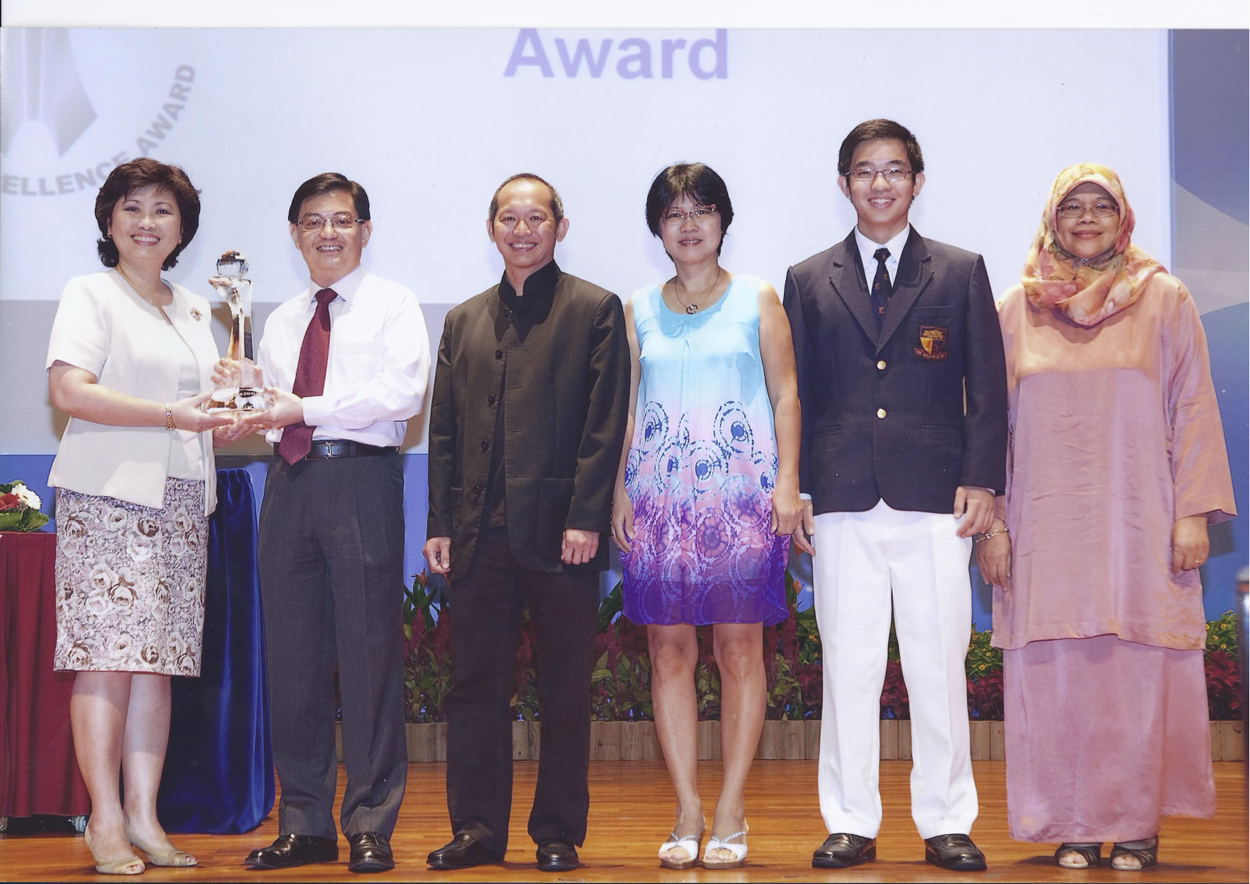 Mrs Kelvyna Chan receiving the School Excellence Award with members of the ACJC family in 2011.png